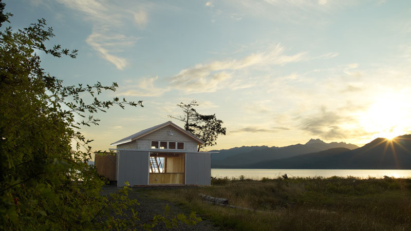 This modern boathouse can be opened from both sides, allowing easy access when transporting or using a boat.