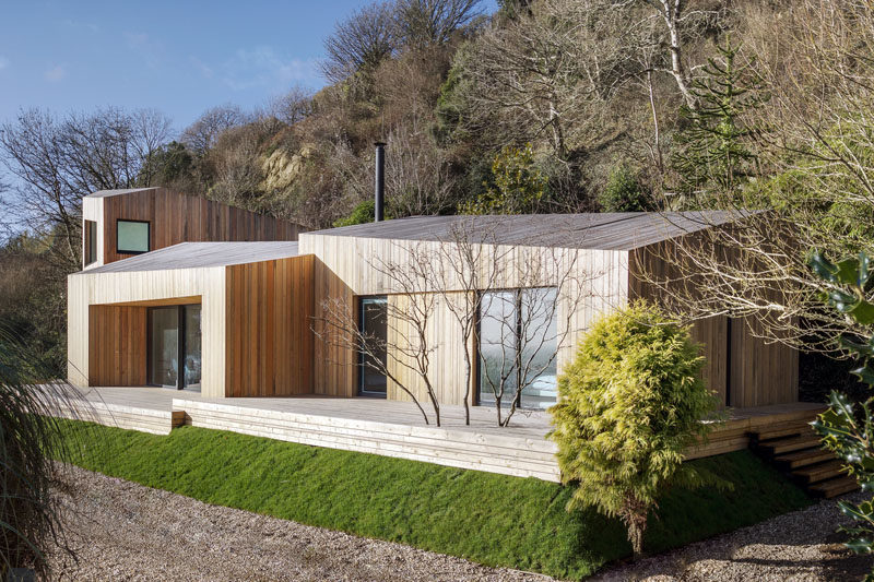 Vertical Wood Siding Covers This Contemporary Holiday House In England