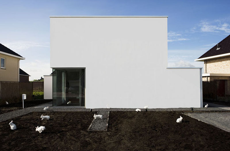 12 Minimalist Modern House Exteriors // The exterior of this house only features one window in the corner to give the home a clean, minimalist look from the outside.