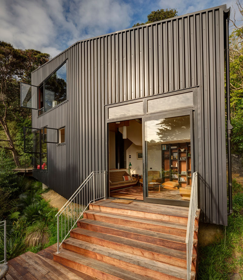 House Exterior Colors – 14 Modern Black Houses From Around The World / Black metal cladding covers the side of this small home tucked into the forest.