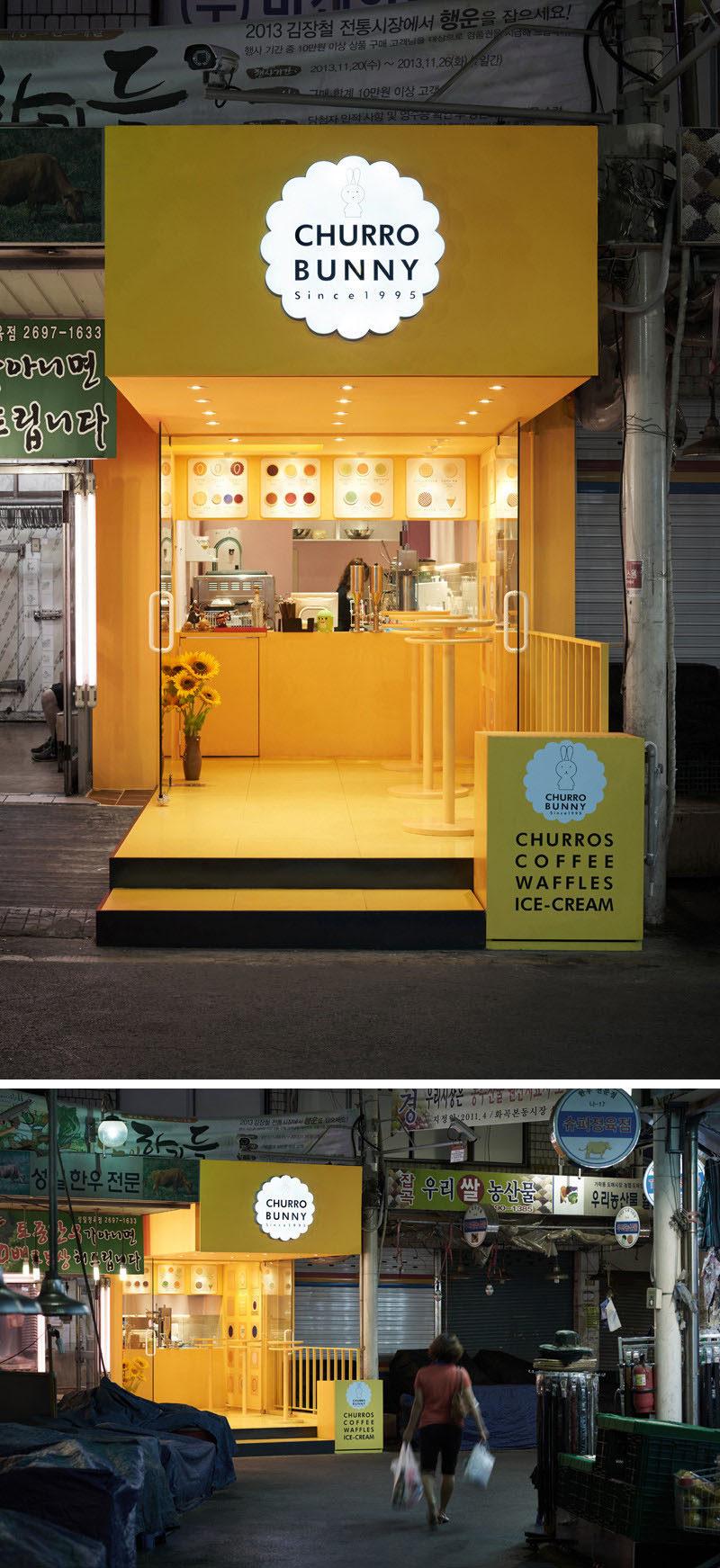 10 cửa hàng cà phê độc đáo ở Châu Á / Thiết kế studio M4 đã thiết kế Churro Bunny, một quán cafe hấp dẫn sáng sủa và hấp dẫn ở Seoul, Hàn Quốc, nổi bật với phần còn lại của tòa nhà trên đường phố và thêm một màu vàng kỳ diệu của khối.