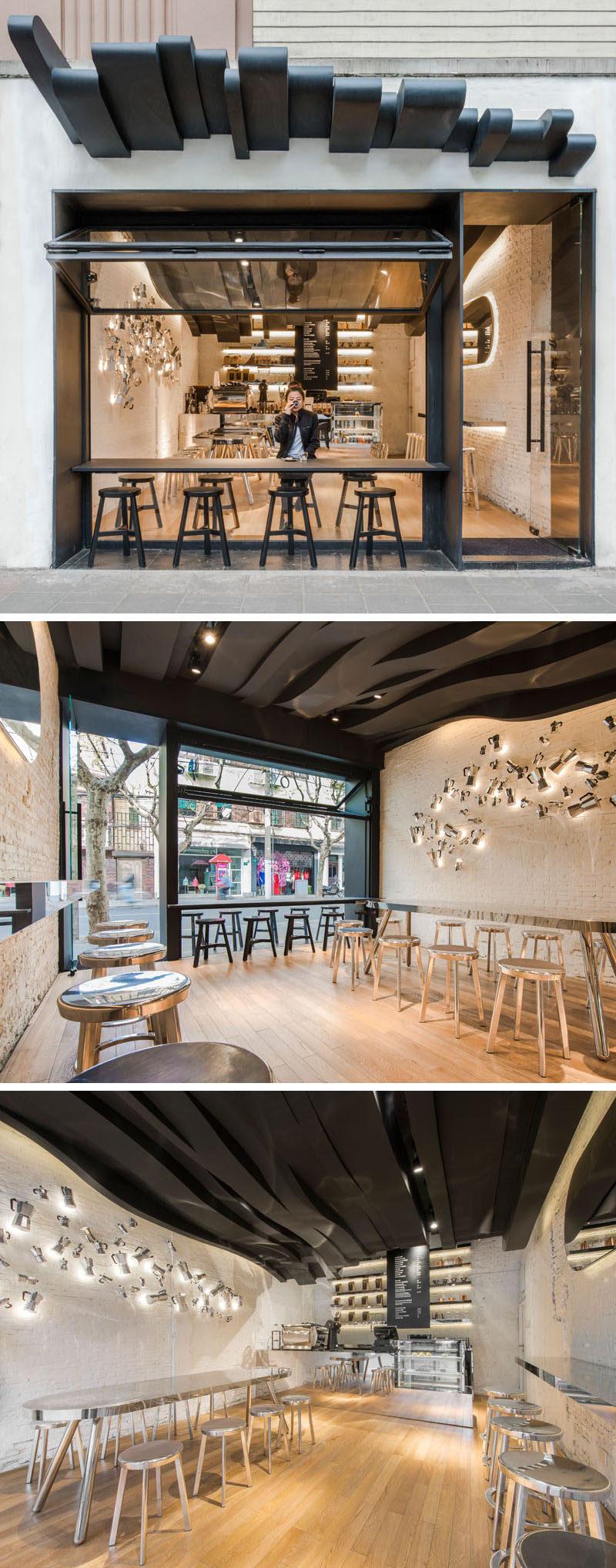 10 cửa hàng cà phê độc đáo ở Châu Á / Alberto Caiola thiết kế Fumi Coffee, một quán cafe ở Thượng Hải, Trung Quốc, được thiết kế để thu hút mọi người bằng cách thu hút sự chú ý của họ bằng một trần nhà điêu khắc chảy từ bên ngoài đến tận phía sau quán cà phê và lấy cảm hứng từ những hơi thơm của cà phê.
