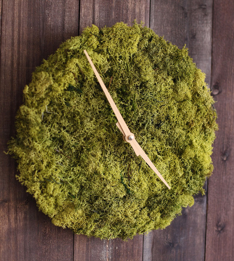Design studio HerrMittmann, has created a modern wall clock covered in Icelandic moss, that makes it easy to display both the time and your love for nature.