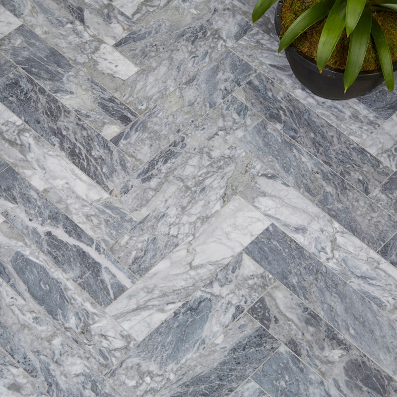5 Reasons Why You Should Use Natural Stone For Your Interior Spaces / Natural stone is a material that never goes out of style. The huge range of colors, the uniqueness of each piece, and the multiple finishes it's available in, like a polished or a honed finish, have allowed the material to hold the attention of builders, designers, and consumers, for years.