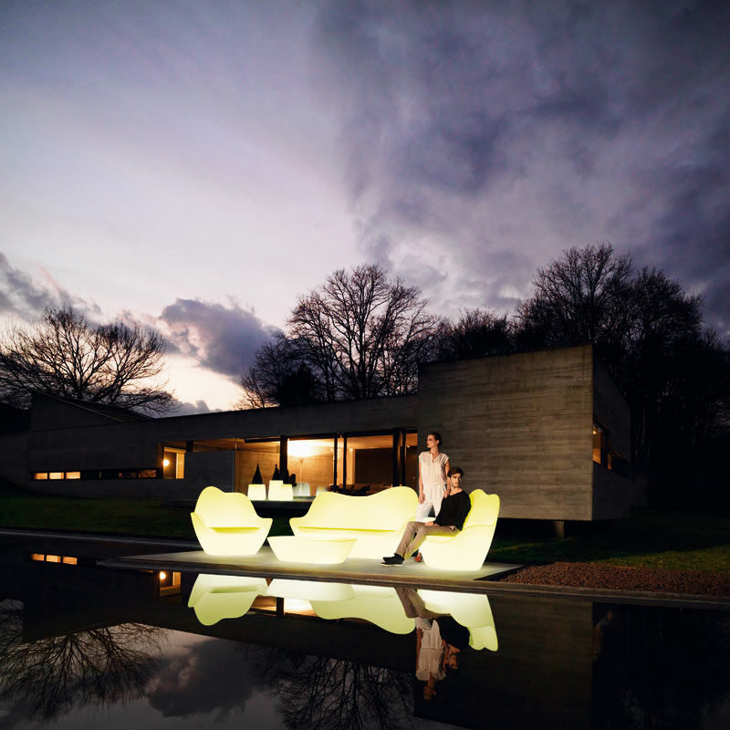 8 Outdoor Lighting Ideas To Inspire Your Spring Backyard Makeover / Adding glowing furniture to your backyard, garden, or patio is a fun way to brighten the space while also solving the problem of including furniture and decor.