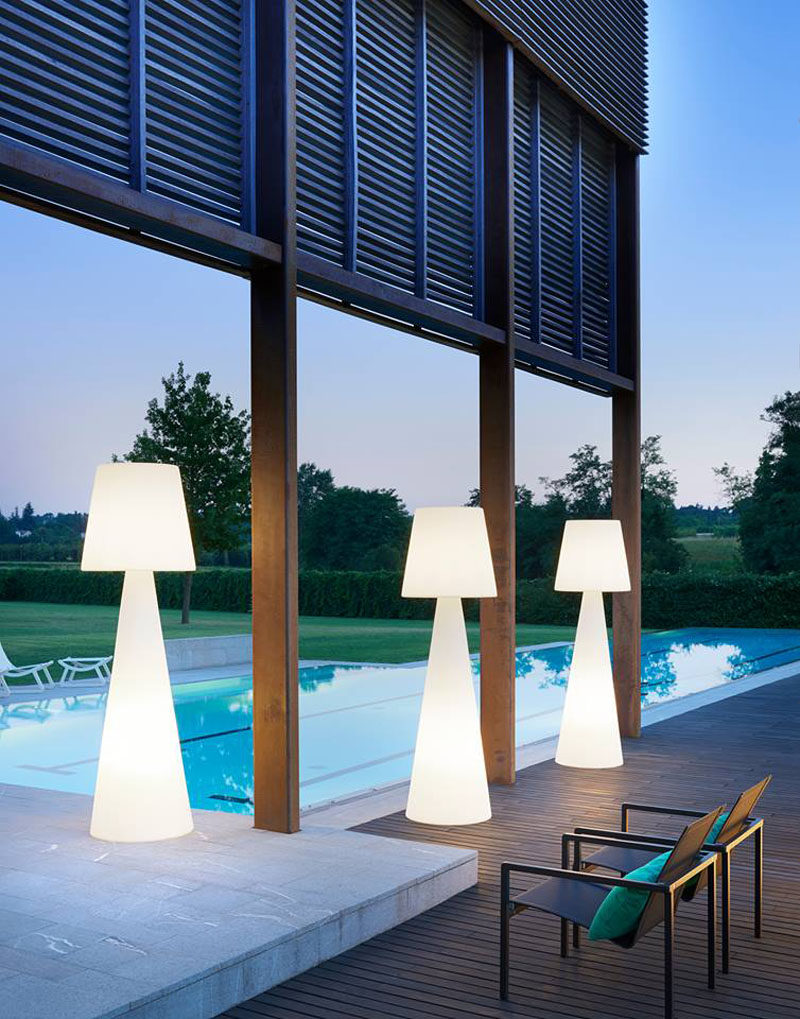 8 Outdoor Lighting Ideas To Inspire Your Spring Backyard Makeover / Adding  Glowing Furniture To Your
