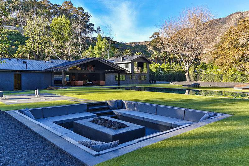 Modern Backyard Design Ideas - Create A Sunken Fire Pit For Entertaining Friends