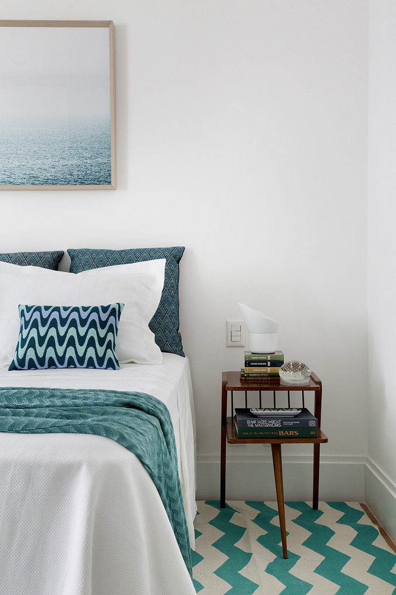 Bedroom Decor Ideas And Inspiration - This apartment bedroom designed by Yamagata Architecture uses just two main colors, teal and white, to create a bright, fun and colorful bedroom