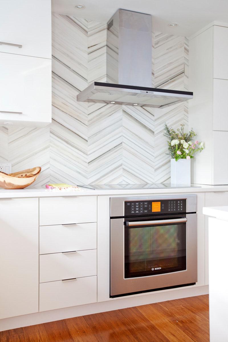 - White-kitchen-marble-tile-backsplash-090217-1050-18 CONTEMPORIST