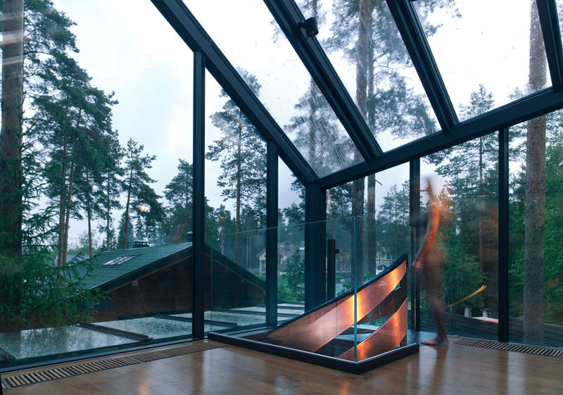 In this yoga studio, plenty of windows ensure that the space is bright and that views of the forest can be seen when working out.