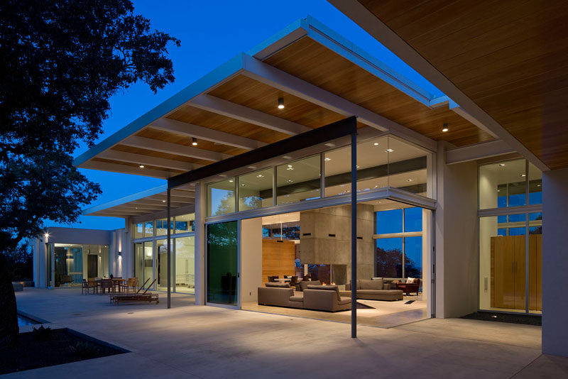 This Modern House In Texas Is Surrounded By Oak Trees