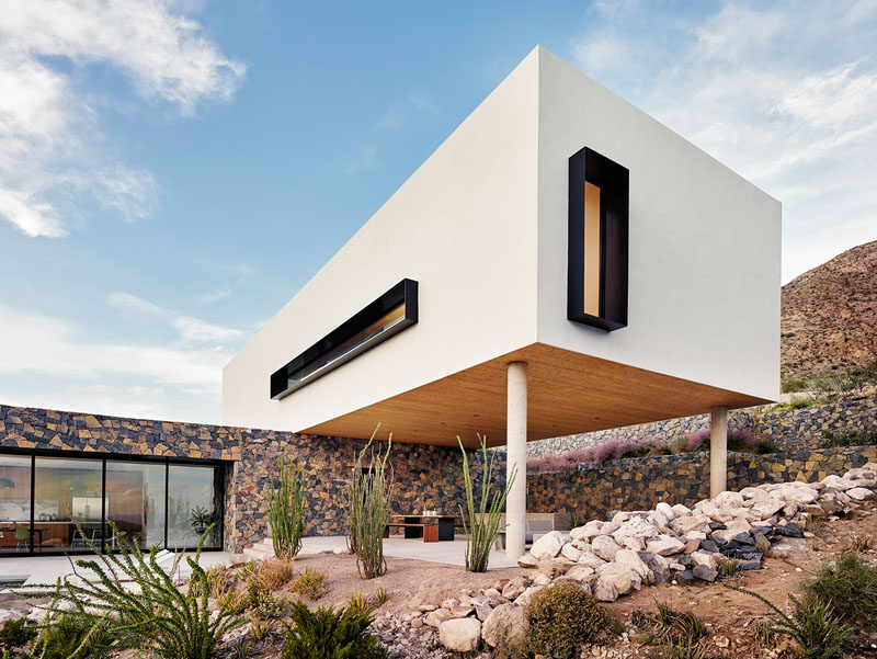 Set into the foothills of the Franklin Mountains, 800 ft above the city of El Paso, Texas, sits this modern family house designed by Hazelbaker Rush.