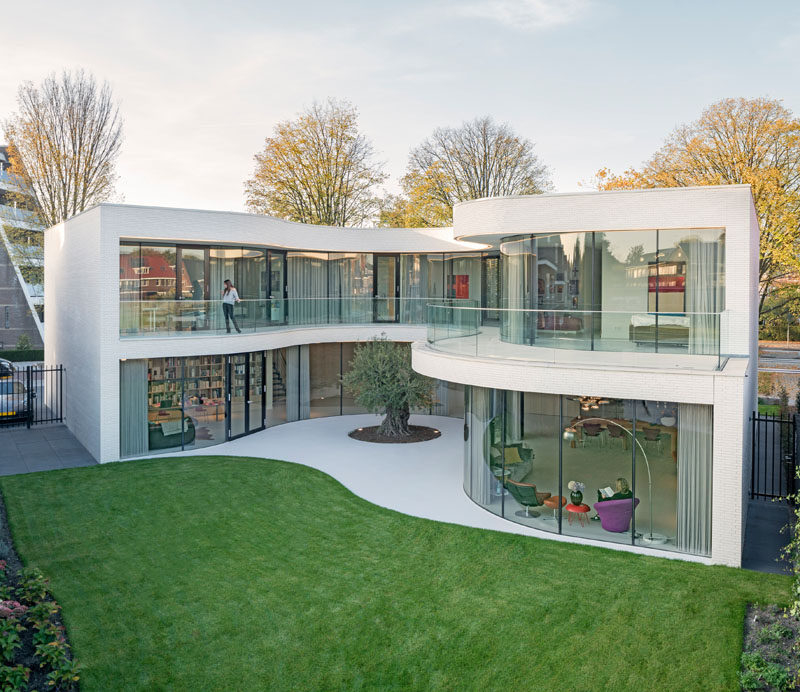 Architecture firm MVRDV have recently completed Casa Kwantes, a house in Rotterdam, The Netherlands, that from the outside appears as a rectangular box, however the back of the house opens up to wrap around a mature olive tree.