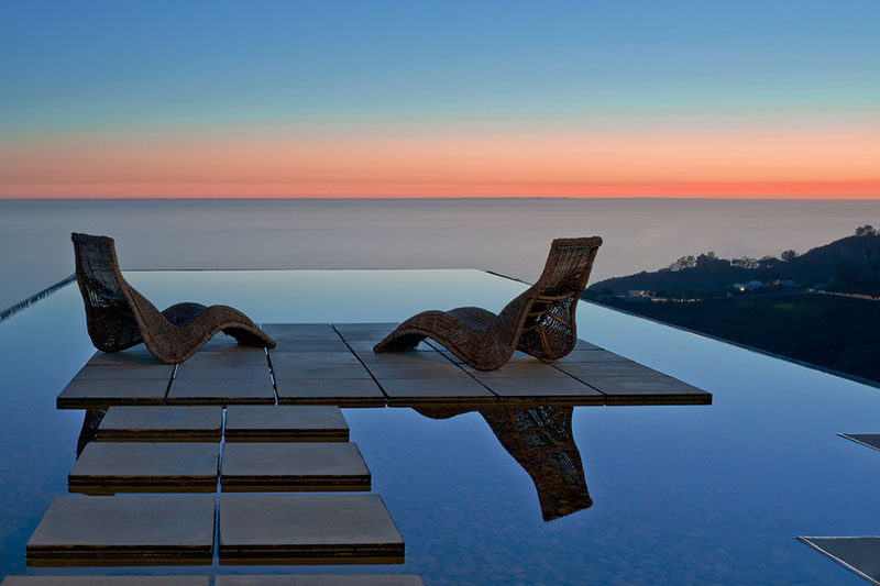 6 Swimming Pool Designs That Have Island Platforms Within