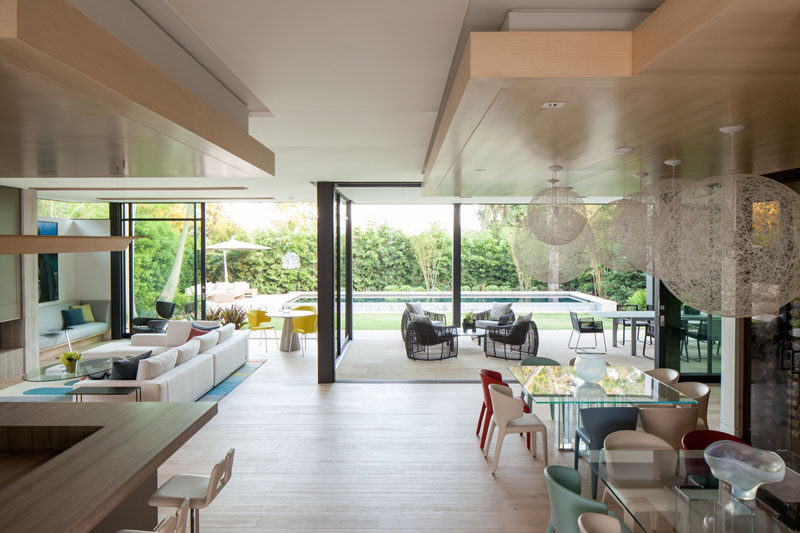 This Modern House Has An Open Plan Living And Dining Room That Up To The