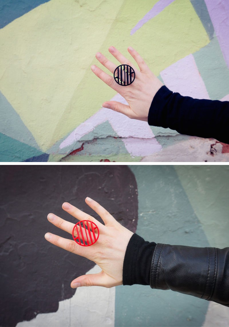 These modern geometric rings are circular, red and black, and are 3D printed using nylon and plastic as the main materials.