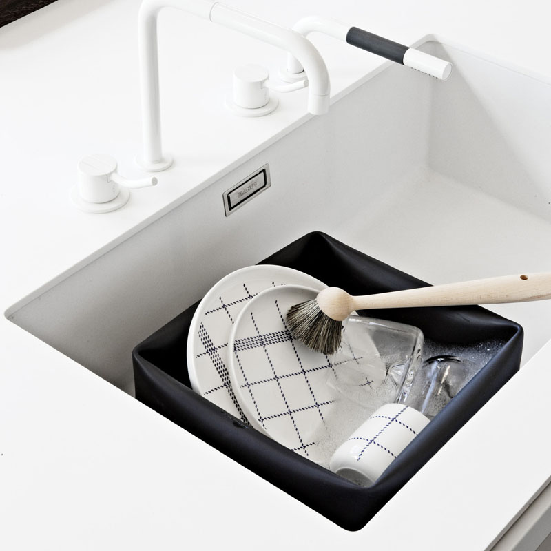 Clean in style with this modern matte black rubber washing bowl that helps you conserve water while still getting sparkling dishes.