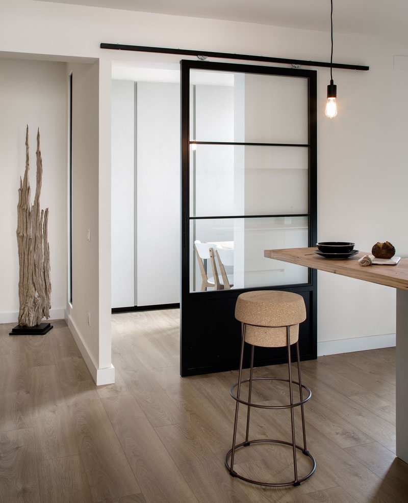 10 examples of barn doors in contemporary kitchens for Indoor sliding doors