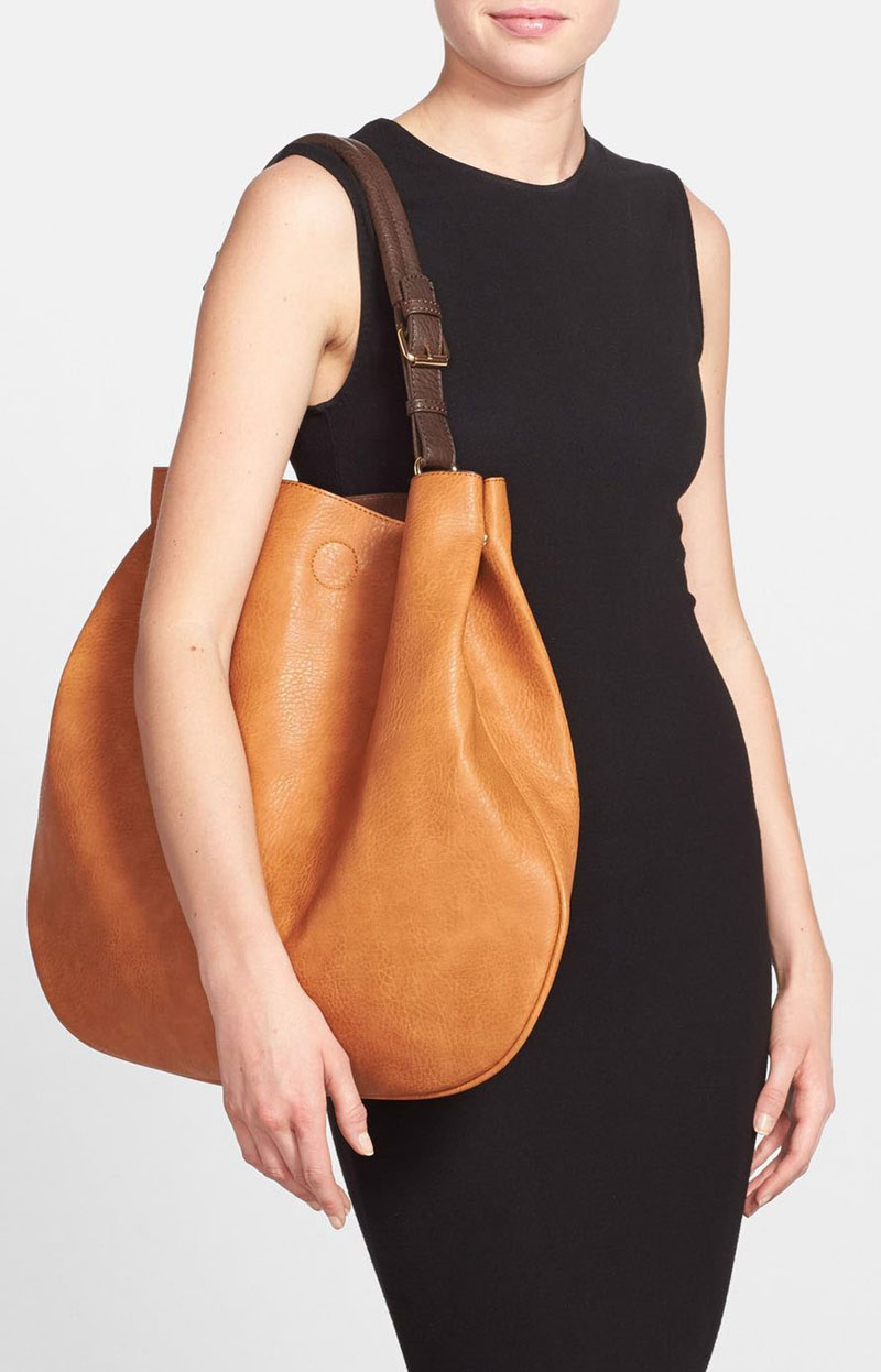 This light brown modern vegan leather tote is just the right size to fit all your things in and swing over your shoulder.