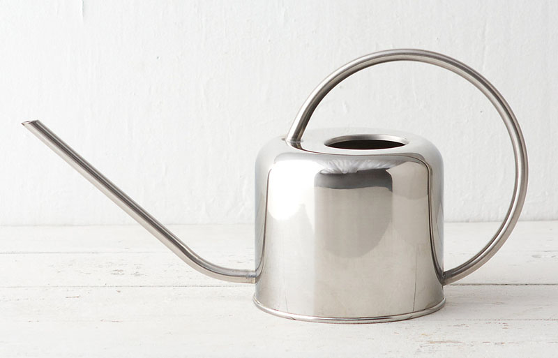 The timeless design of this stainless steel modern watering can makes it perfect for both new and experienced gardeners