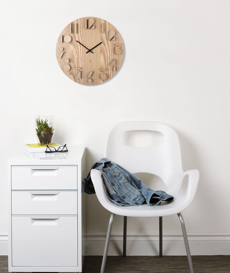 The sides of the graphic numbers circling this modern wood clock have been painted black to help make them pop out and make it easier to read the time from further away. #ModernWoodClock #WallClock #ModernDecor #ModernClock