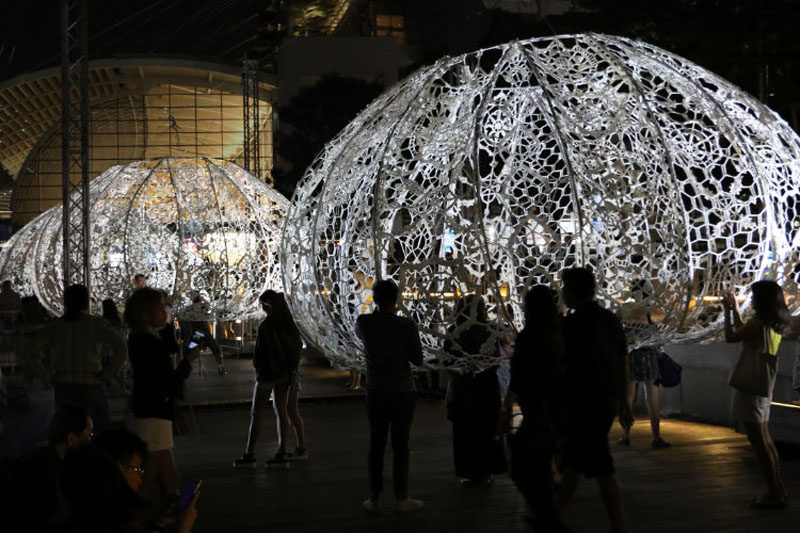Choi+Shine Architects have designed The Urchins, a collection of crocheted sculptures, as part of an art installation for the recently held 2017 iLight Marina Bay Festival in Singapore.