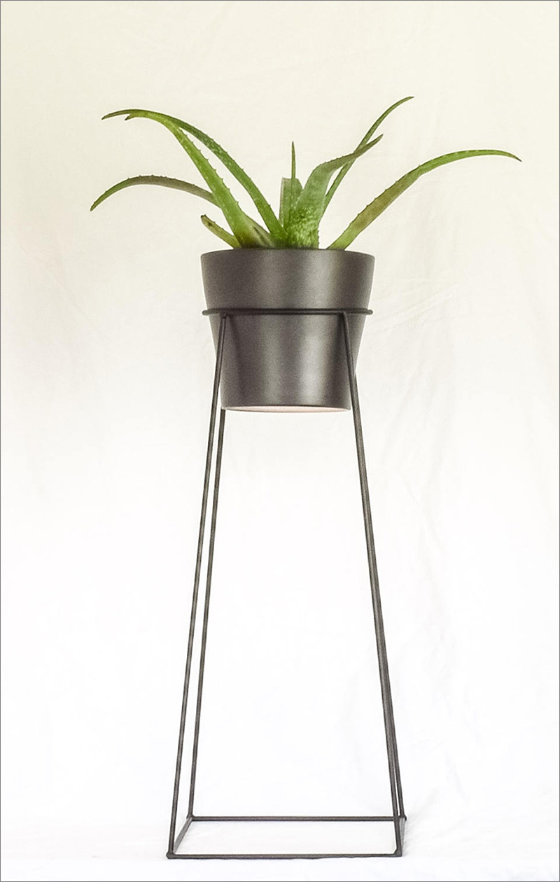 This modern black steel plant stand is perfect for the minimalist home, with clean lines the plant takes centre stage.