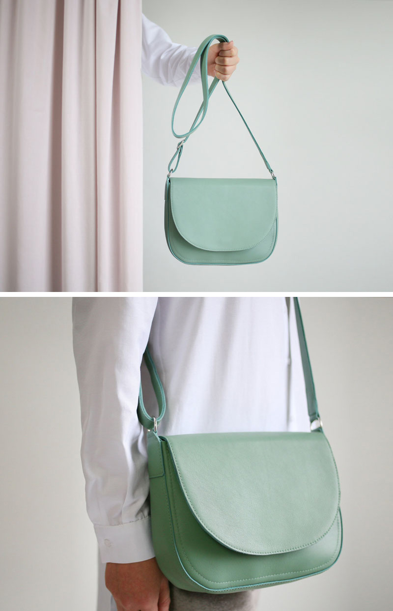 This modern green leather shoulder bag is the perfect size and easy to use.