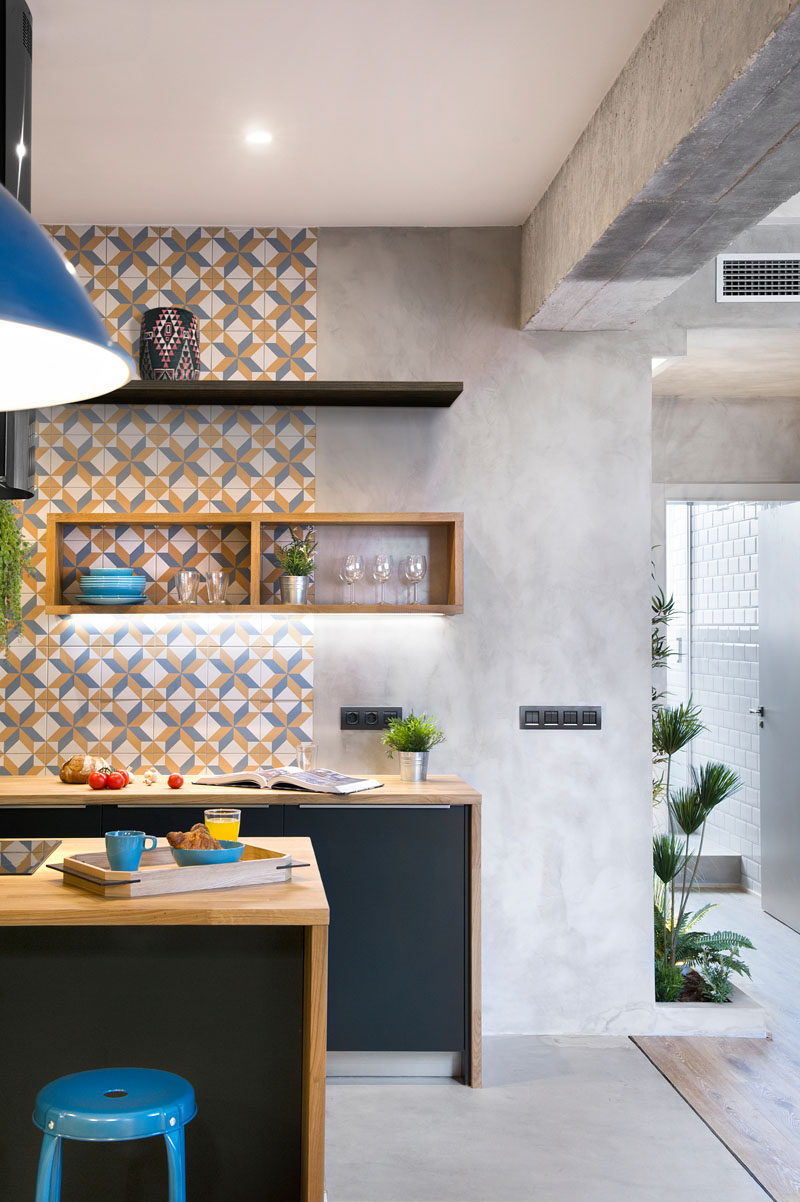 Concrete, Wood, Tiles And Black Accents Are All Combined In This Re ...