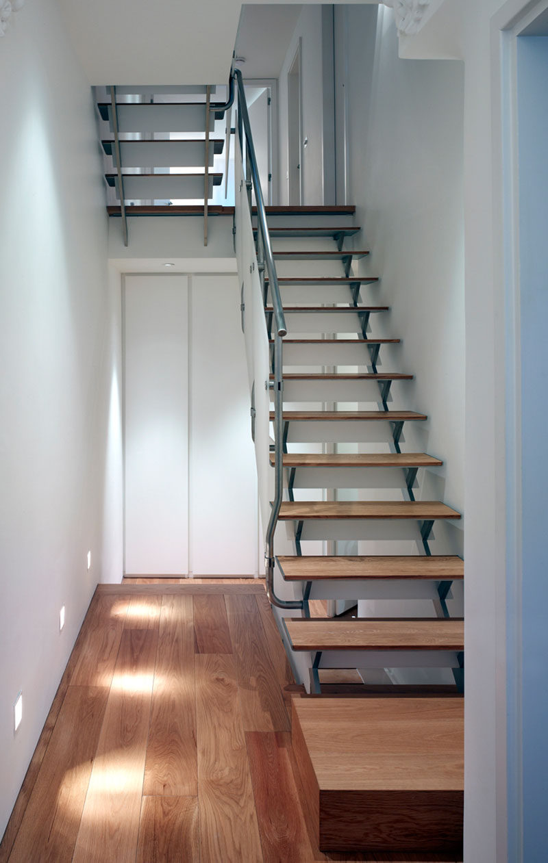 Throughout this renovated house, the original floor was replaced with an oak engineered wide board flooring.