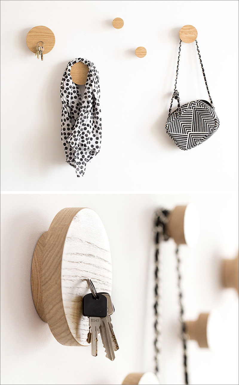 Simple and modern, these 2-in-1 magnetic wall hooks allow you to hang you bag and keep your keys easily in reach.
