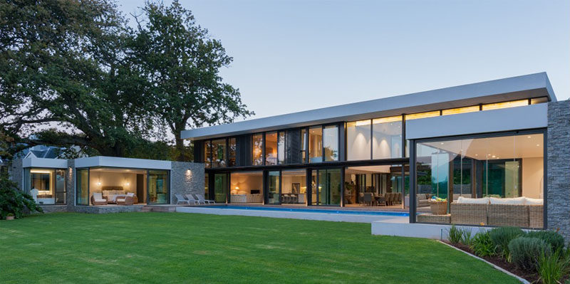 COA (Craft of Architecture) have recently completed a modern two story house in Cape Town, South Africa, that overlooks the World Heritage site of Kirstenbosh Botanical Gardens