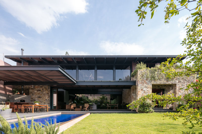 Andrés Escobar of AE Arquitectos has recently completed Casa OM1, a modern house in Guadalajara, Mexico, that's been designed so that it can interact with nature.