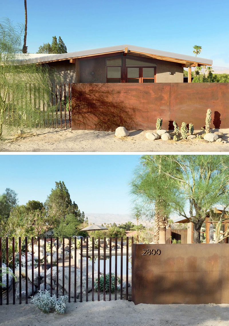 The material palette used for this renovated mid-century modern house has been inspired by the desert. On the exterior of the house sand-colored stucco is paired with wood elements and a rusted steel fence. #midcenturymodern #architecture #stucco #fence