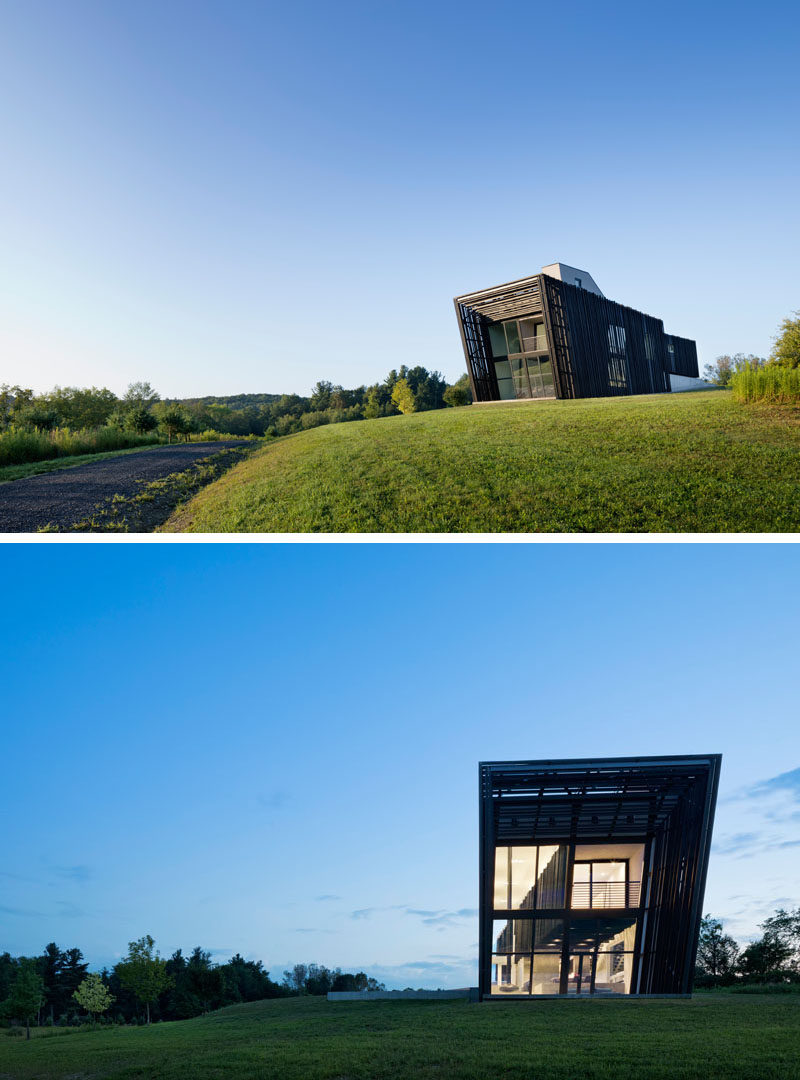 Architecture firm actual / office, have recently completed a new house covered in Shou Sugi Ban, that's located on an open and rolling hillside in a rural area of the Hudson Valley in New York State. #Architecture #ShouSugiBan #BlackSiding #ModernHouse