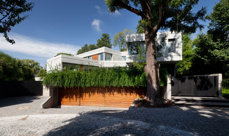 Andrés Remy Arquitectos have designed this modern concrete house in Acassuso, Buenos Aires, that features multiple levels and bridges that connect various areas of the home. #ModernArchitecture #ConcreteHouse #HouseDesign