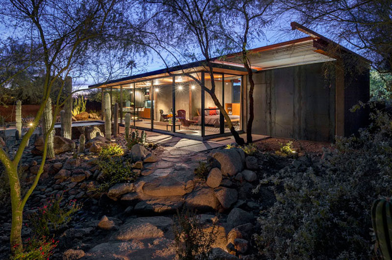 The Construction Zone have taken what was once a horse barn in Phoenix, Arizona, and transformed it into a modern guest house with plenty of glass. #ModernGuestHouse #GuestHouse #Architecture #OutdoorSpace #BocceCourt