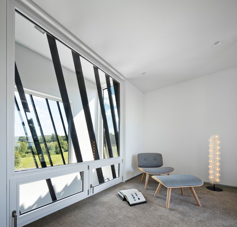 Elements of the blackened wood siding have been used on the windows to create a continuous appearance throughout the home. #Windows #ModernHouse #ShouSugiBan