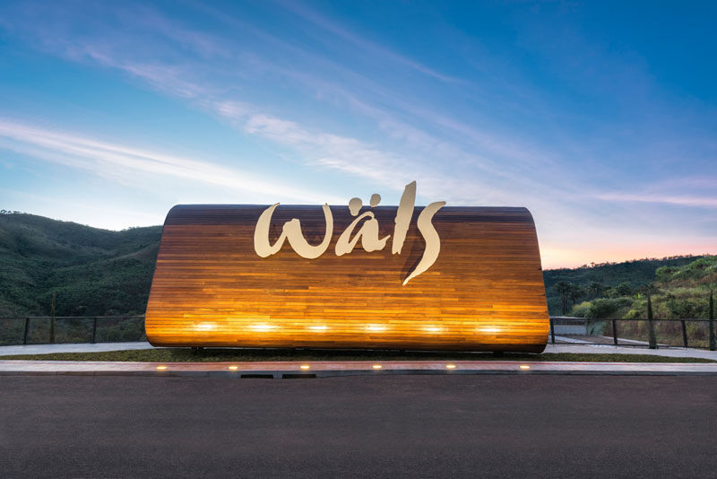 Gustavo Penna Arquiteto & Associados have recently completed the design of Ateliê Wäls, a large brewery surrounded by nature in Olhos d'Agua, Brazil. #Brewery #ModernArchitecture #Brazil