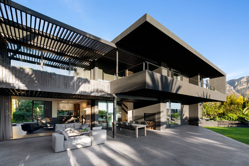 Greg Wright Architects have recently completed the renovation of this modern house in Cape Town, South Africa. #ModernHouse #HouseDesign #Architecture