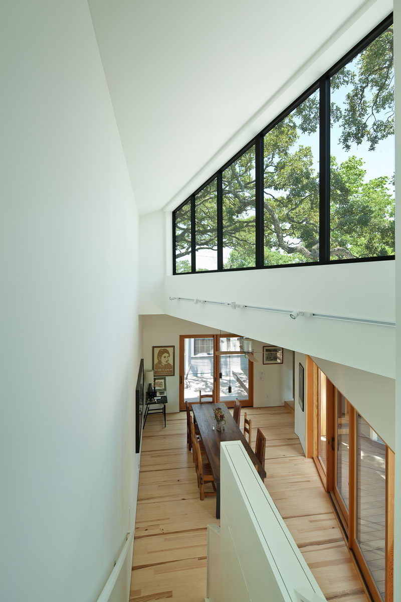 This modern house addition features clerestory windows that help to keep the interior bright. #ClerestoryWindows #Windows