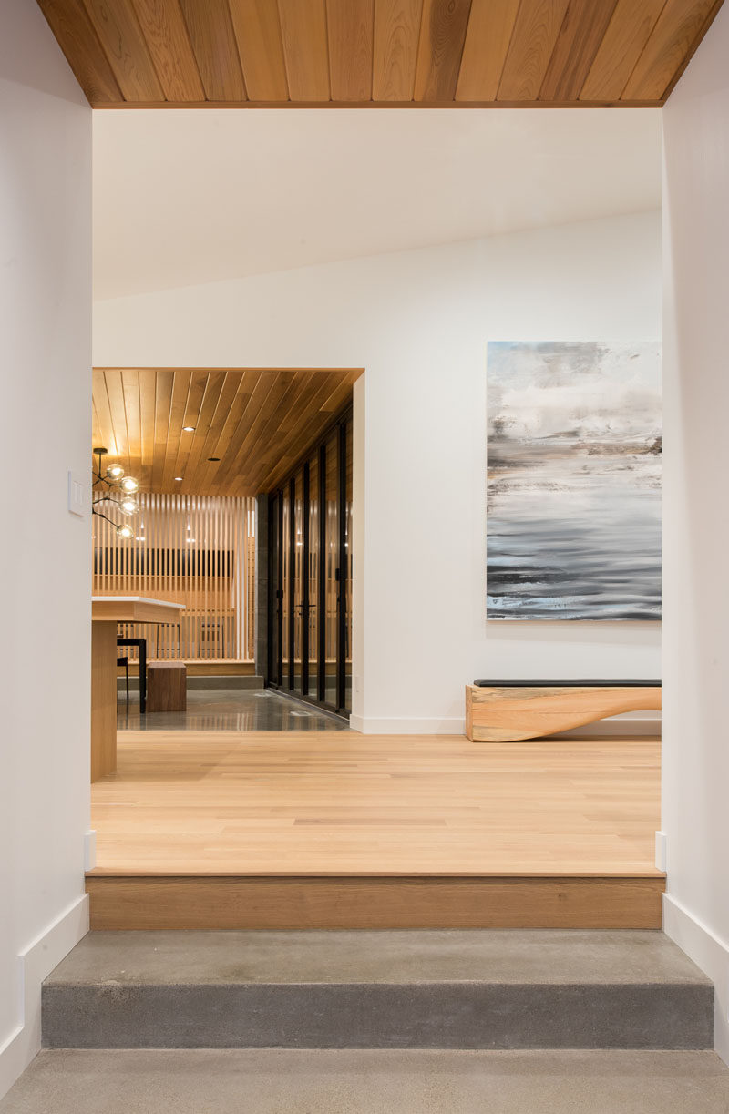 White oak and white walls feature throughout this modern house interior. #ModernInteriorDesign #WoodCeiling #WhiteOak