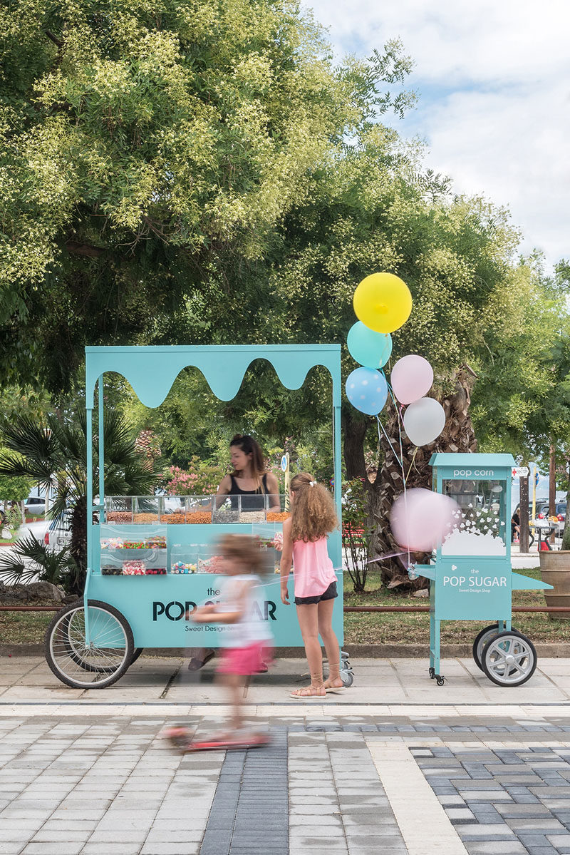 This small modern street cart sells sweets and popcorn. #StreetCart #Design