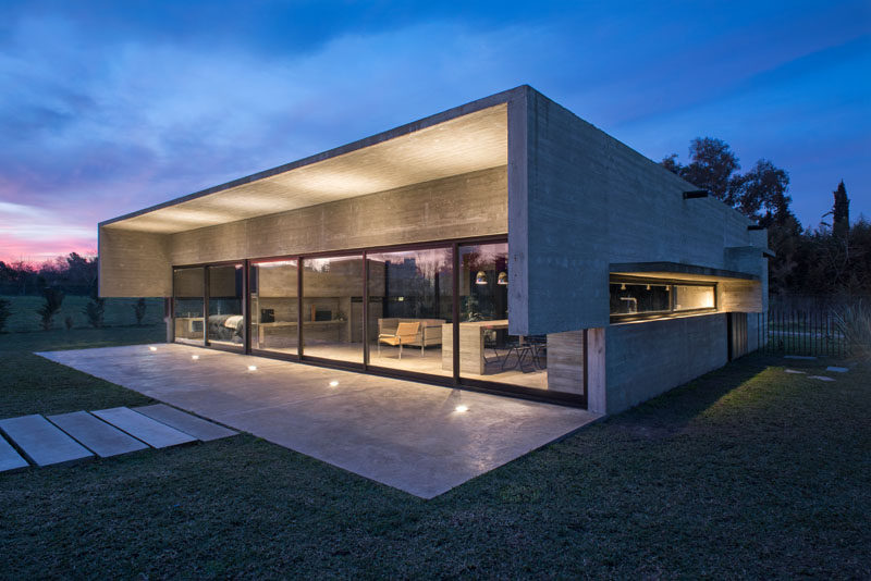 Architect Luciano Kruk, has designed a new modern concrete house in a gated community in Maschwitz, a town in northern Buenos Aires. #ConcreteHouse #Architecture #ModernHouse