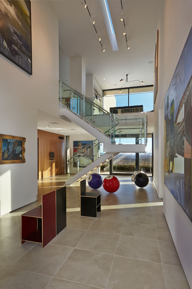 This Modern Hillside House In Arizona Has Its Own Private Art ...