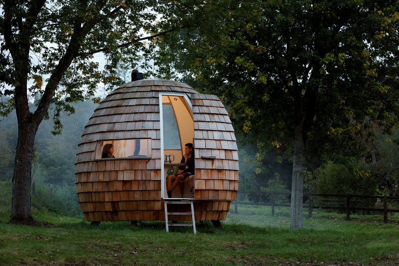British-based designers Dominic Ash and Jeremy Fitter have joined forces to form Podmakers, and they have launched their first product, the Escape Pod, a unique shingle covered, outdoor space. #BackyardStudio #Shingles #HomeOffice