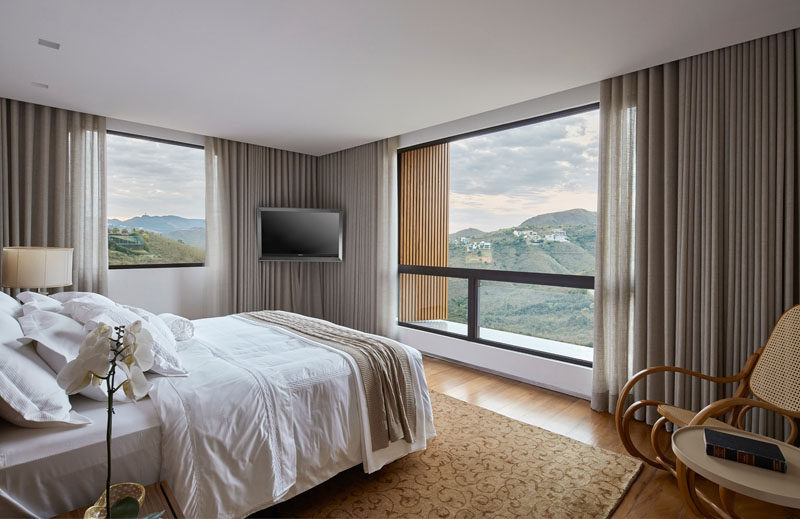 This modern bedroom has a neutral color palette to allow the mountain views to be the focus of the room. #ModernBedroom #BedroomDesign