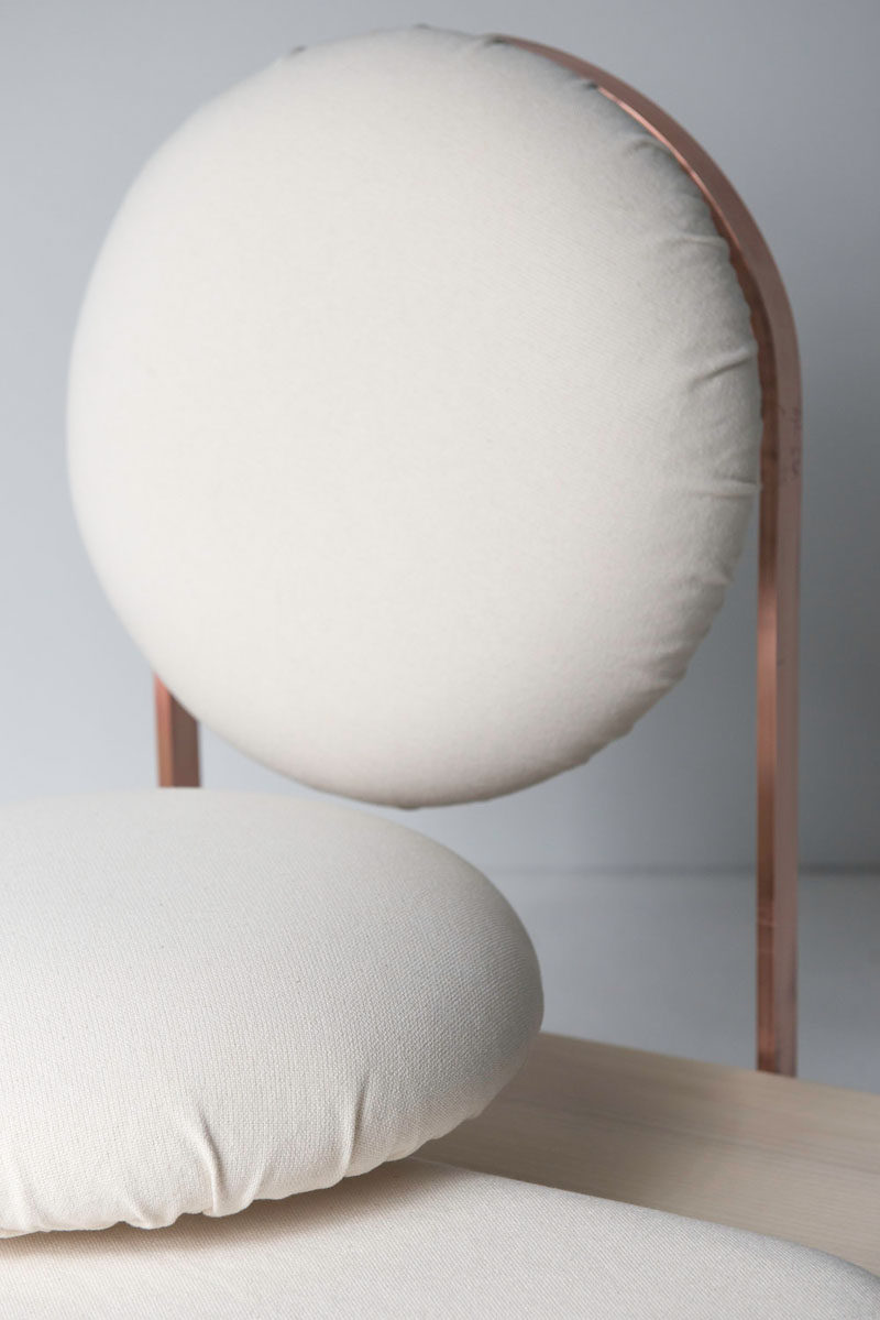 Italian designer Mario Milana has created the ASANA Ground Chair, a floor seat whose aim is to bring those who sit on it closer to earth and allow them to have physical and mental balance. #ModernFurniture #FurnitureDesign #Seating