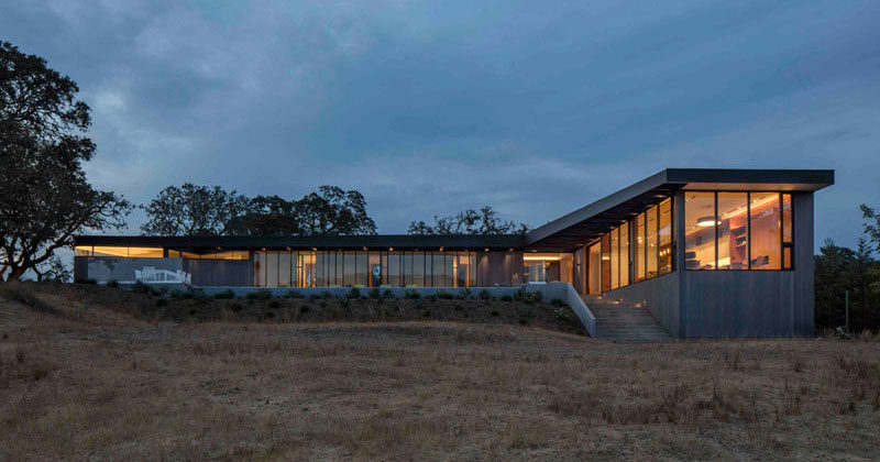 Schwartz and Architecture have designed a new house in Glen Ellen, California, that has sweeping views ofSonoma Valley. #ModernHouse #Architecture
