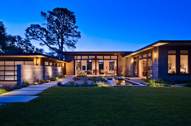 Neumann Mendro Andrulaitis Architects (NMA Architects), have designed a new modern house in Montecito, California, that has a landscaped front courtyard to welcome you to the home. #WoodShingles #ModernHouse #Landscaping